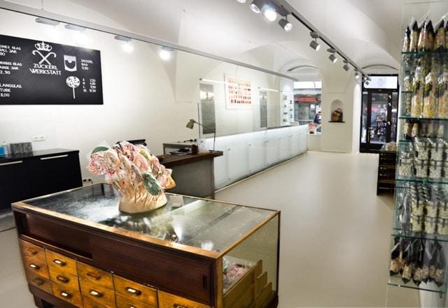 Das Geschäftslokal der Zuckerlwerkstatt in Salzburg mit Schaumanufaktur