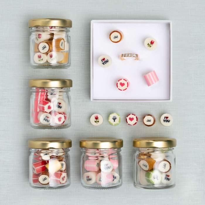 Auswahl an verschiedenen Hochzeitsbonbons als Gastgeschenk